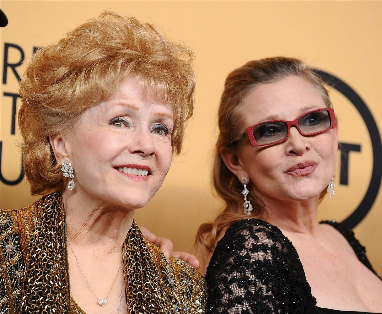 America Mourns: Debbie Reynolds Passes Away A Day After Daughter Carrie Fisher's Death | 코리일보 | CoreeILBO
