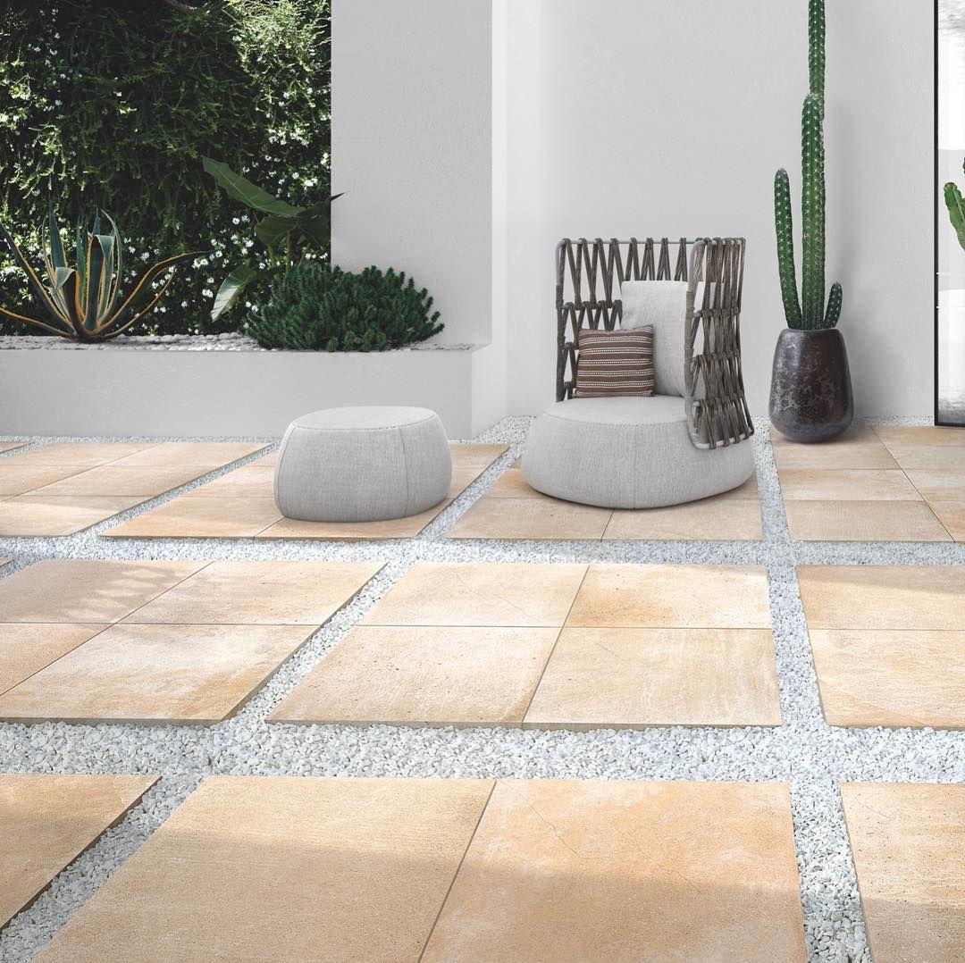 Extragers 2.0 offre un?ampia gamma di colori e superfici per  spazi esterni pubblici e residenziali. Ideale per: terrazze, spiagge, giardini, camminamenti e aree urbane.  #spiaggia #giardino #pavimento #ceramica