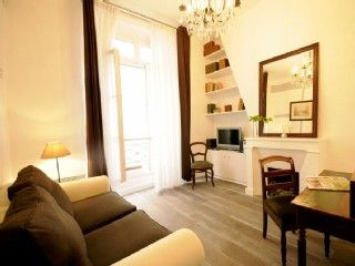 Lovely 1 Bedroom Apartment Old Medieval Paris Romantic Lively