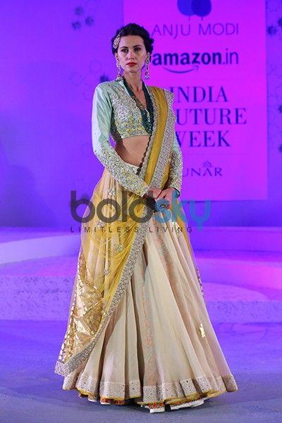 Anju Modi Fashion Designer | Anju Modi Designer Collection | Anju Modi Fashion Shows - Boldsky