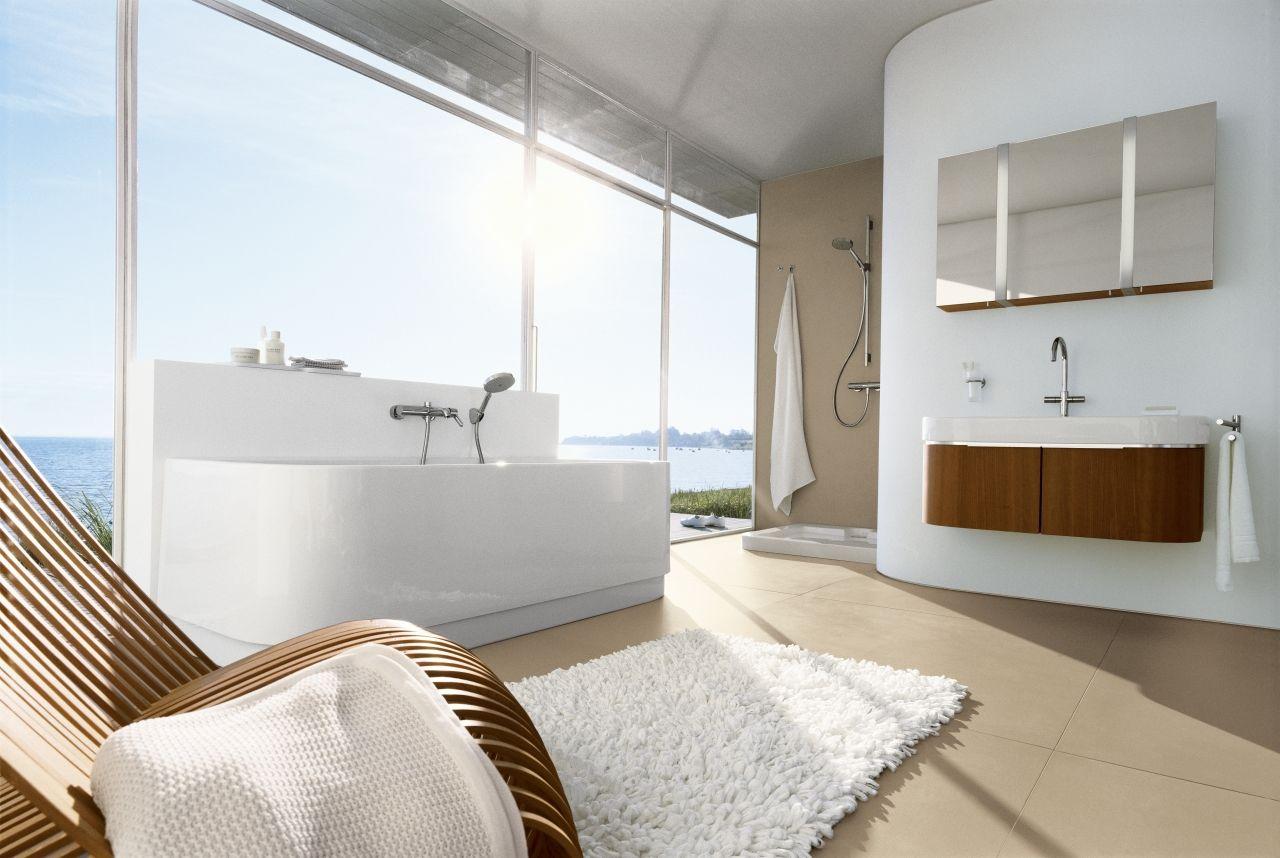 Luxe Badkamer Interieur : Luxe badkamer met ligbad en prachtig uitzicht luxe badkamers