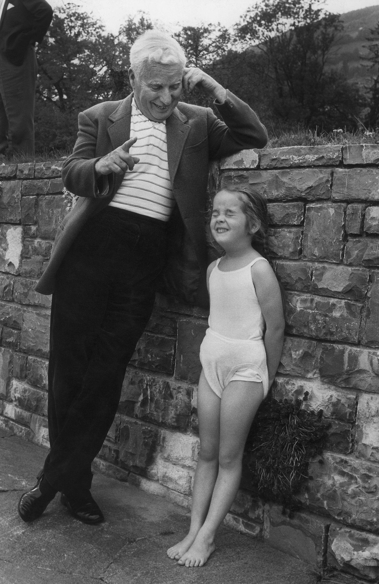 1957 charlie chaplin avec sa fille victoria six ans for Construire son enrouleur bache piscine