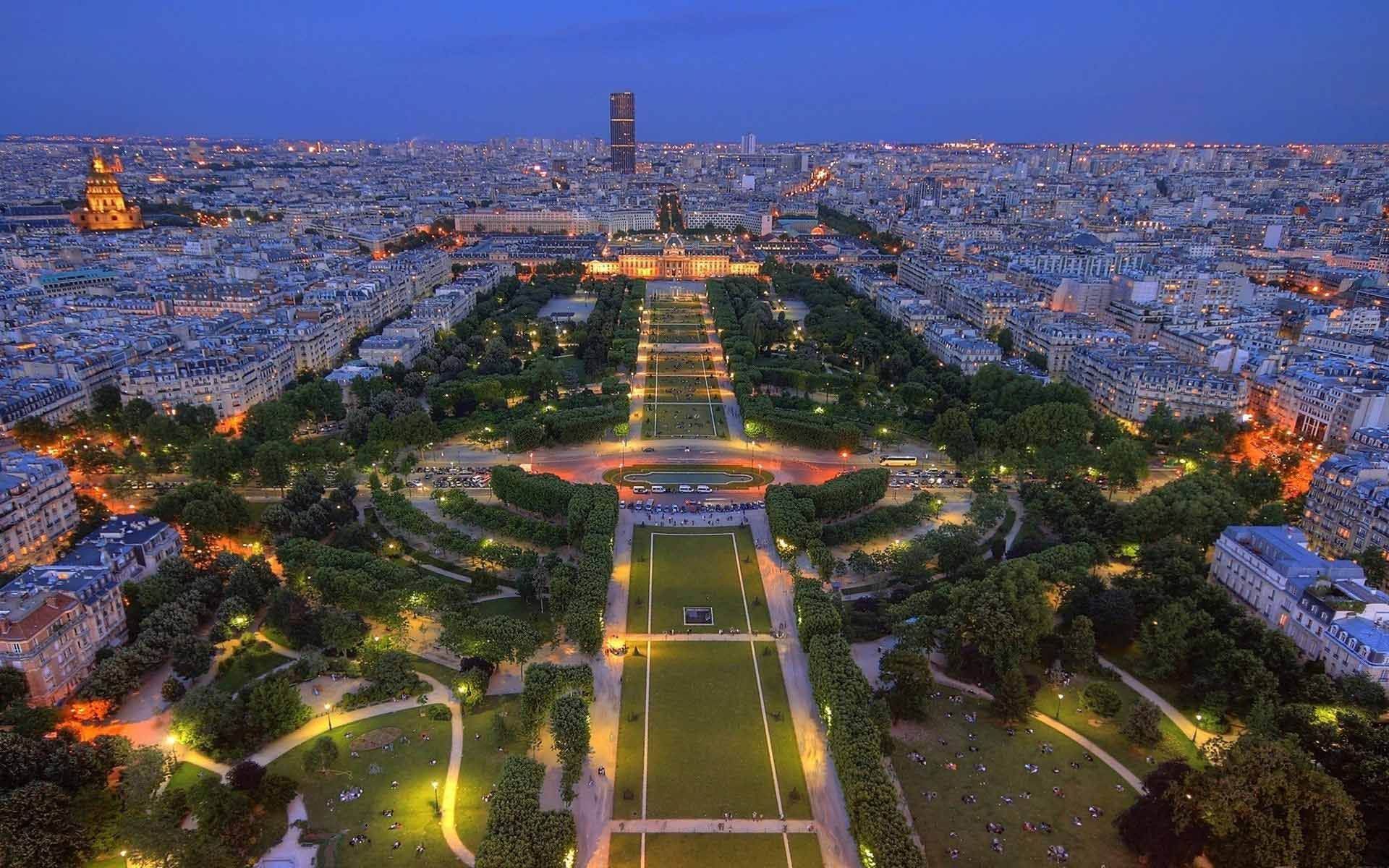 a view on the city of paris Though a sweeping view of paris from one of the city's emblematic sites—the arc  de triomphe, sacré coeur, the towers of notre dame—is a.