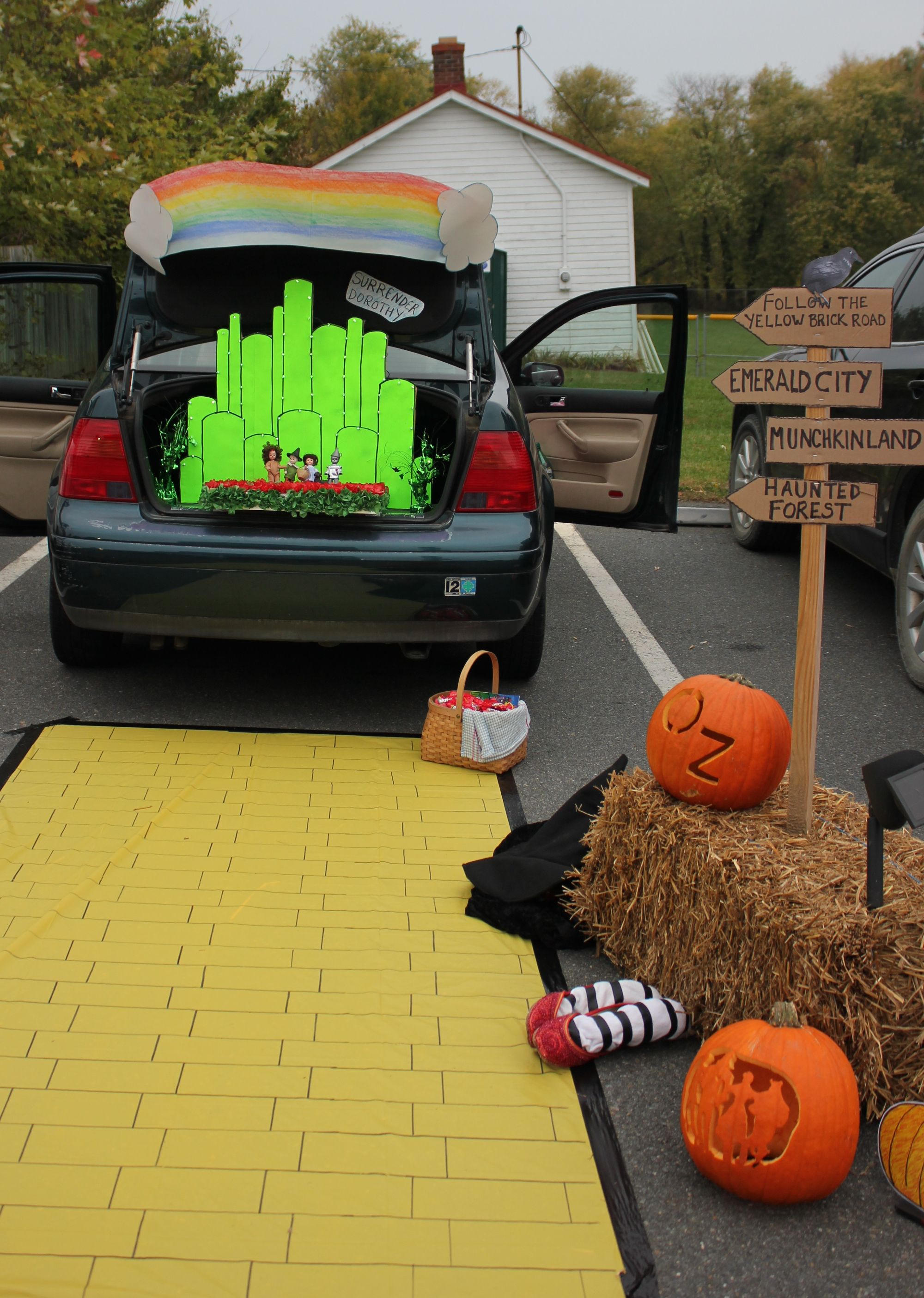 My trunk or treat display from last year wizard of oz halloween - Wizard Of Oz Halloween Decorations