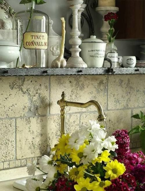 Décor de Provence: - beautiful shots of french living / decor / food ... lovely inspiration