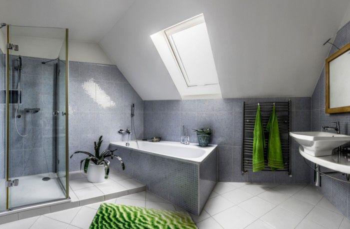 Cuarto de baño en buhardilla con gresite y con ventana ...