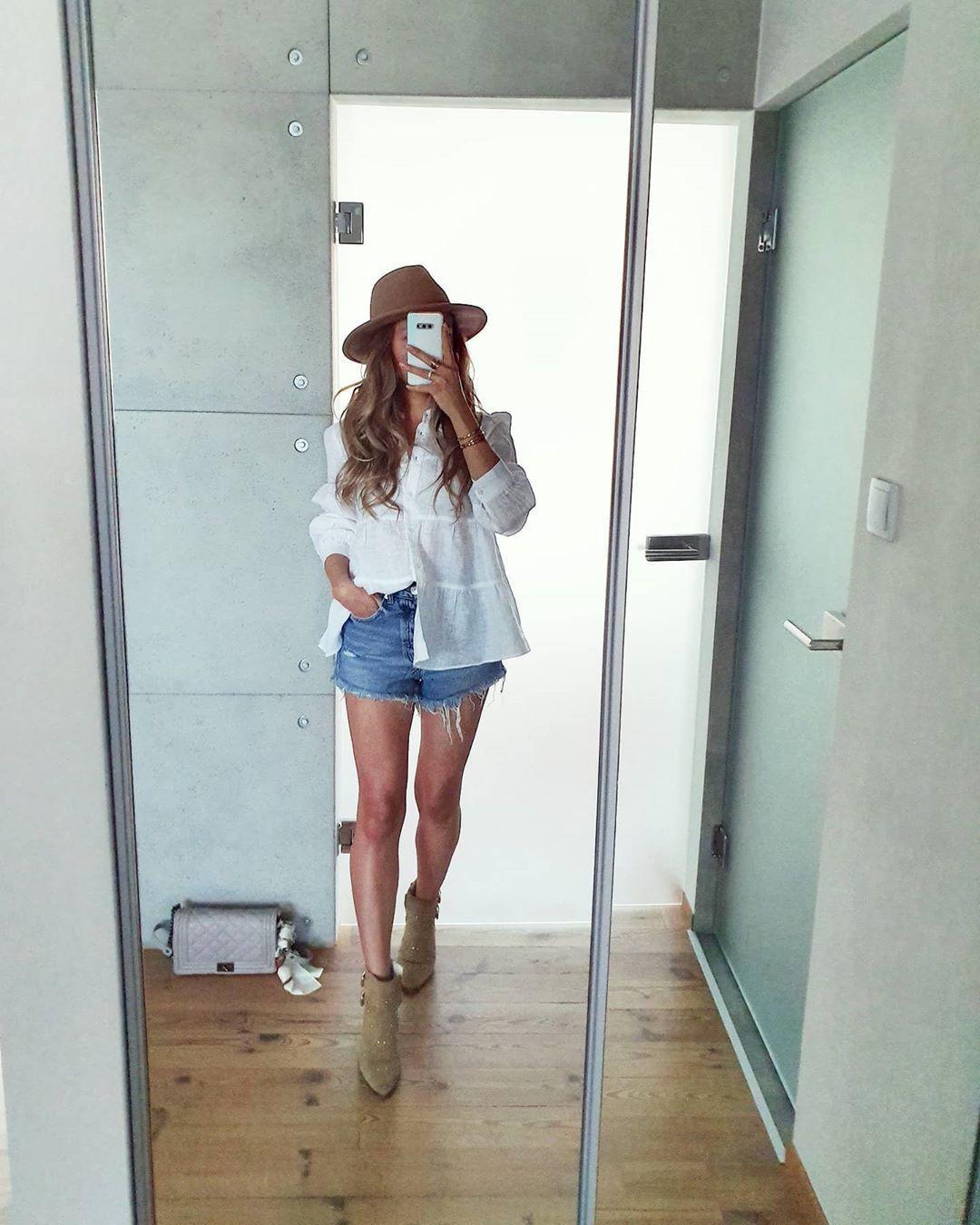 JOANNA on Instagram: #springoutfit#zaraoutfit#fashion#outfitoftheday#ootd#igootd#girloutfits#lovefashion#lookoftheday#styleoftheday#streetstyle#lookbook#fashionblog#modeblog#zaralovers#instafashionista#womenoutfits#denim#whiteshirt#zaralook#instaoutfit#springlook#fashionbloggers#