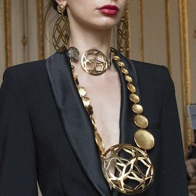 "Statement Necklaces's Instagram profile post: ""Let your necklace do the talking ... 🖤 Image: Pinterest . . . #statementjewelry #statementnecklace #flyingsolonyc #contemporaryjewelry…"""