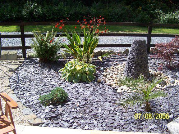 slate chips in flower bed - Google Search | Gravel garden ...