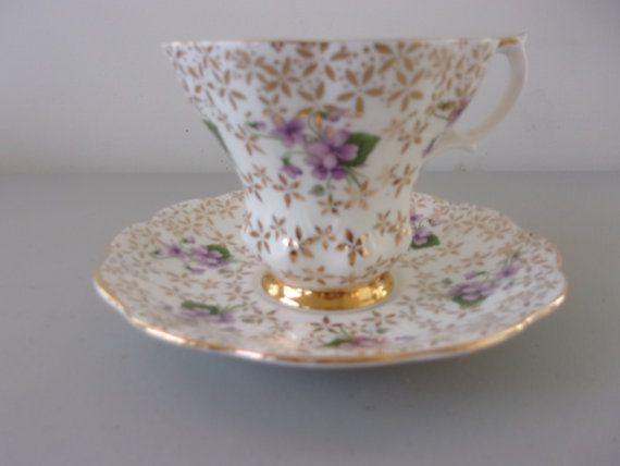 vintage royal albert tea cup saucer violets and gold mint tassen pinterest. Black Bedroom Furniture Sets. Home Design Ideas