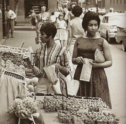Soul Food 1963 Aretha with her sister