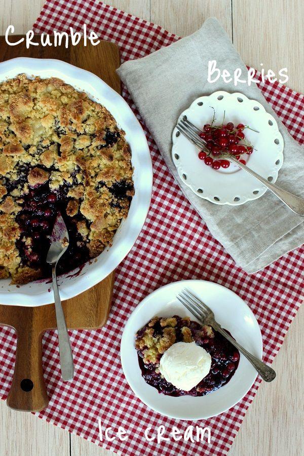 Wicked sweet kitchen: Blueberry and red currant crumble pie / Mustikka-punaviinimarjapaistos