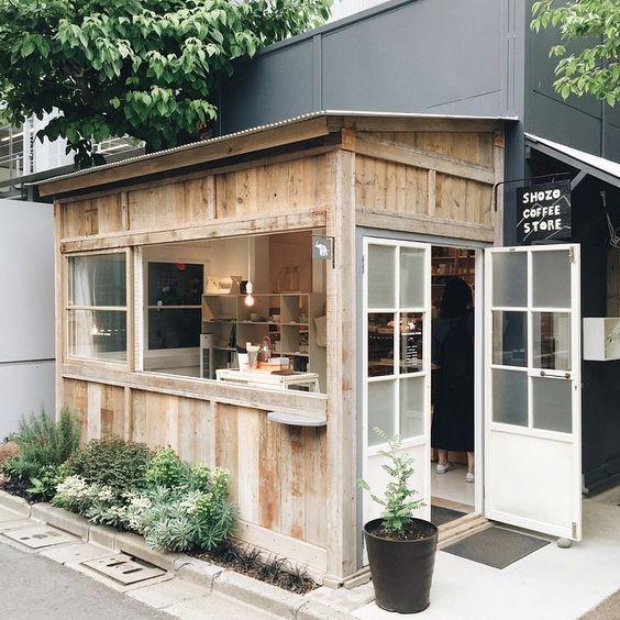 A little cute cafe to rest our tired feet บ้านหลังเล็ก