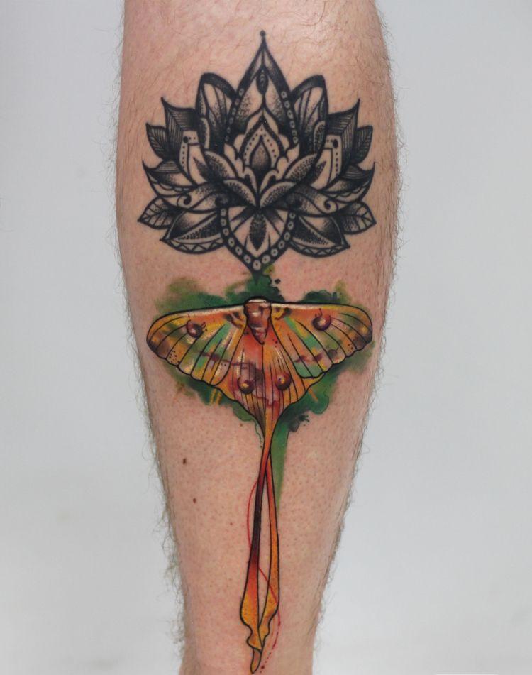 Motte Tattoo Bedeutung Des Motivs Und Einige Der Schonsten Mottenarten Tattoo Bedeutungen Piercing Tattoo Menschlicher Schadel