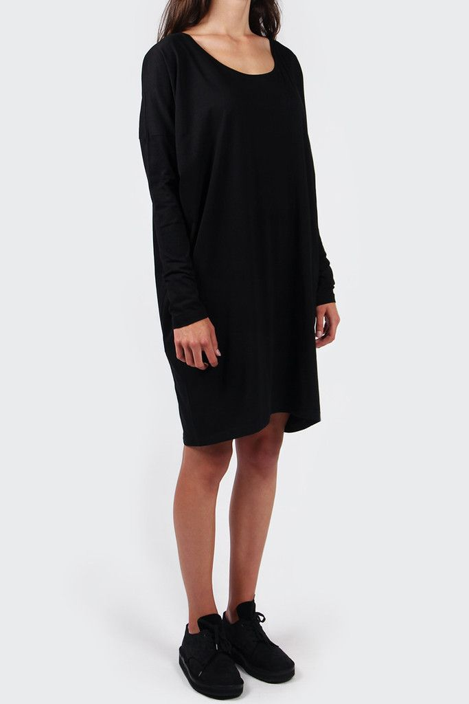 Kowtow Building Block Oversized Dress - blackFit: Relaxed fit - shop to sizeFabric: 100% certified fair trade organic cotton- Scoop neck- Fitted sleeves- Twisted side seam- Undulated hem-190gsm jersey fabric- From the 'Building Blocks' collectionElla wears shoes by Dieppa Restrepo.