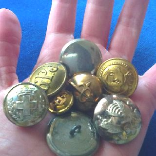 Vintage metálic army buttons