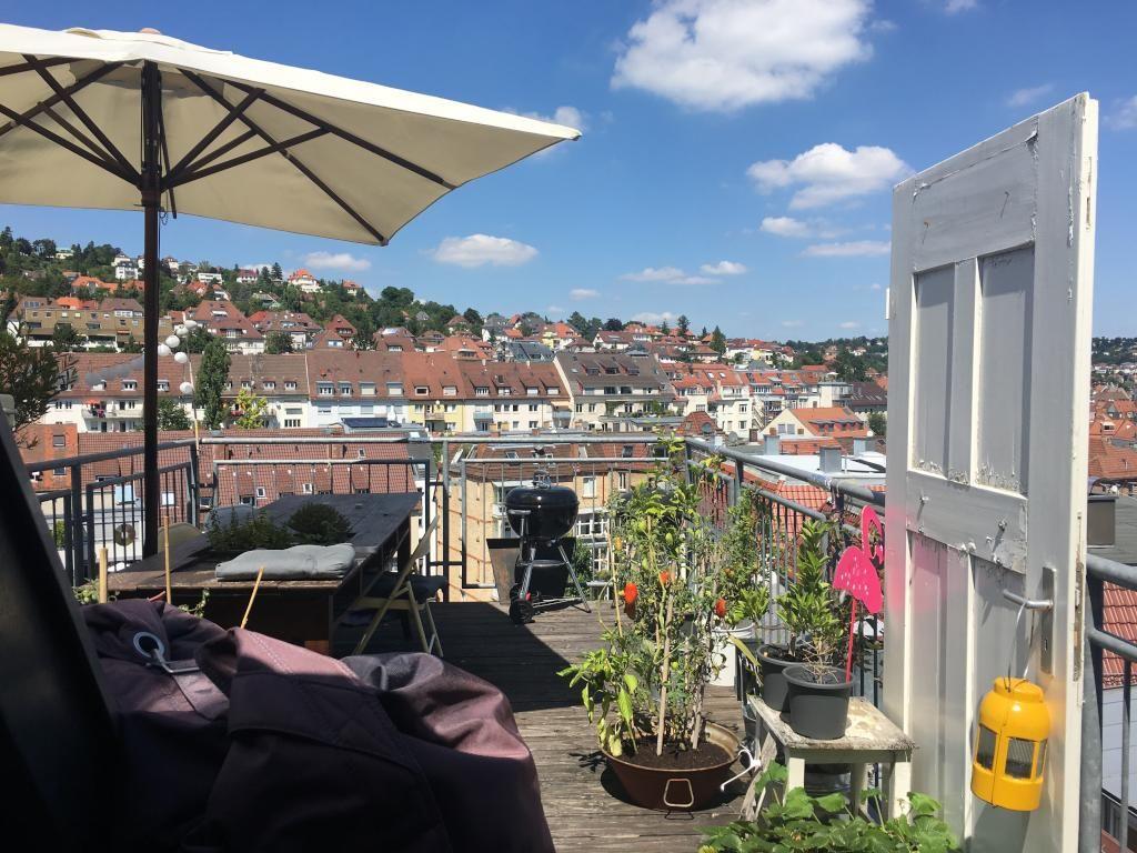 New Schicke Dachterrasse in Stuttgart West mit Sitzecke Grill und Sonnenschirm StuttgartWest