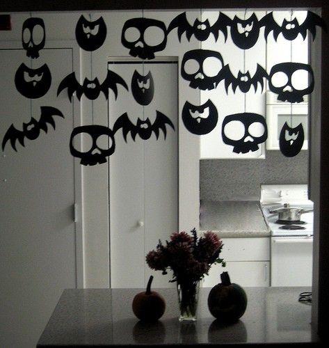 Diy spooky halloween garland black paper bats skulls owls do diy halloween decorations fciles y divertidas para hacer con los nios solutioingenieria Choice Image