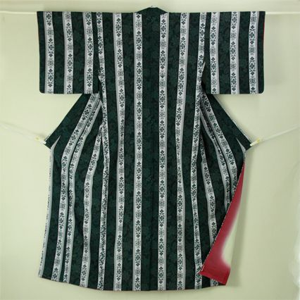 Navy, vintage komon / 黒地花唐草のモダンな縞柄化繊小紋