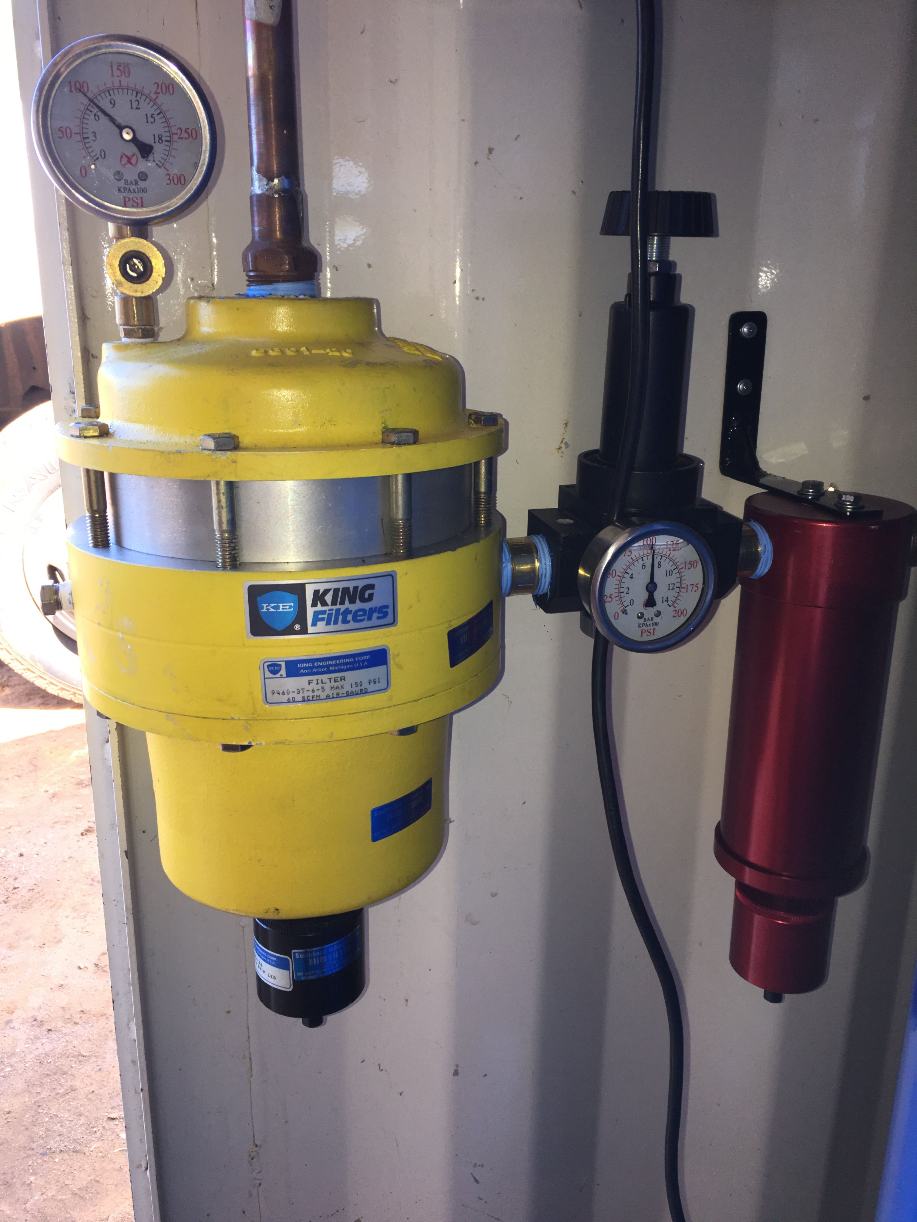 Coalescing air filter and pressure regulator set up Home