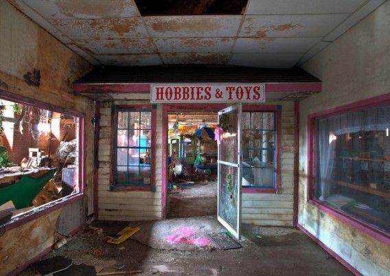 悪夢がドアをノックする 世界7つのおもちゃ工場 ショップ廃墟 廃墟