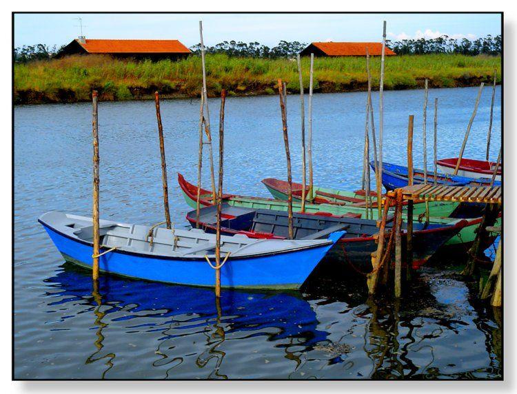 Olhares.com Fotografia | �Nelson Afonso | salinas e os barcos