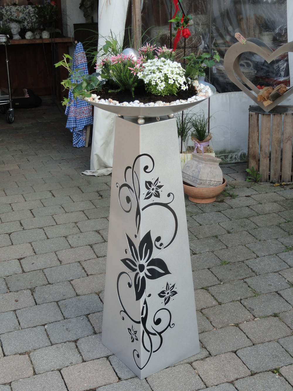 Saule Blume In Der Farbe Silber Brillant Schale Direkt Bepflanzt Gartendeko Von Franz Und Karin 84155 Aich Niederaich Pflanzschale Pflanzen Blumenschale