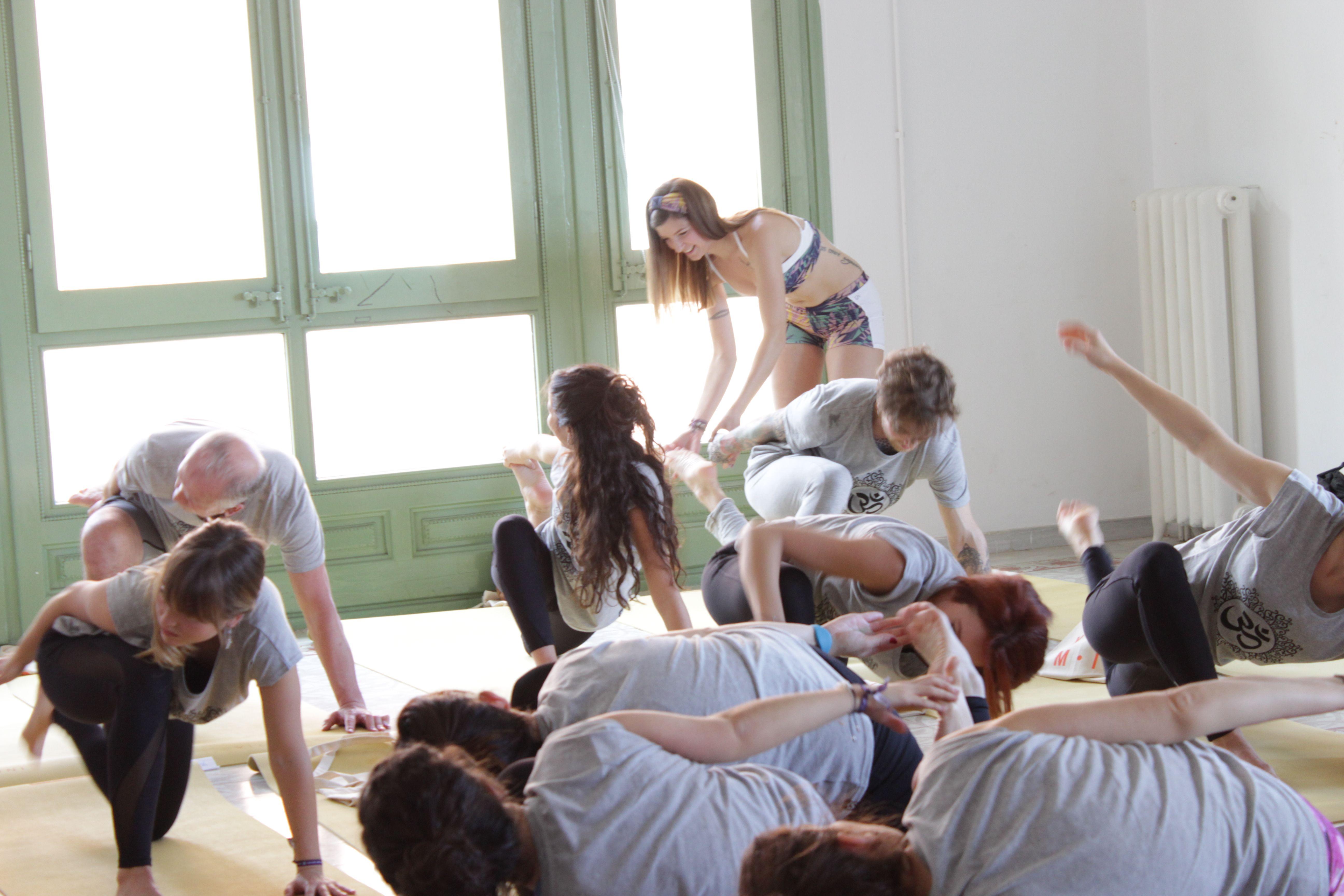 ainania yoga masterclass gaudiumvita ajustando
