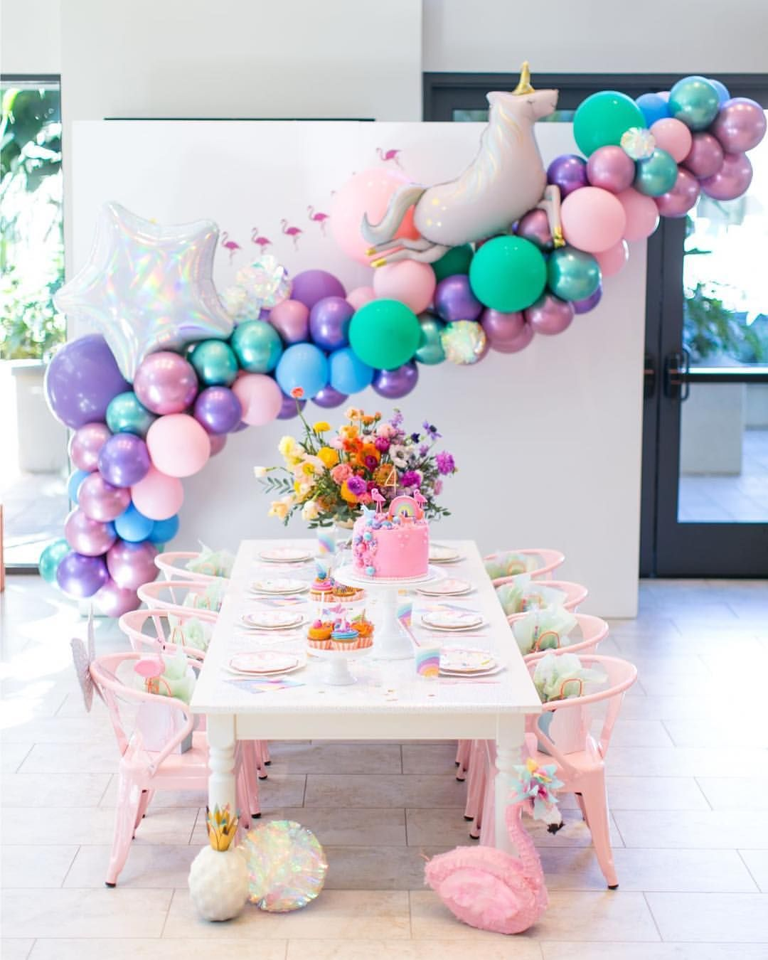 This unicorn party is basically every little girls dream! @xo