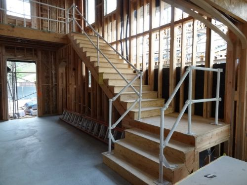 US Stair Builder, In Den USA Werden Treppen Anders Als In Europe Direkt Mit  Dem