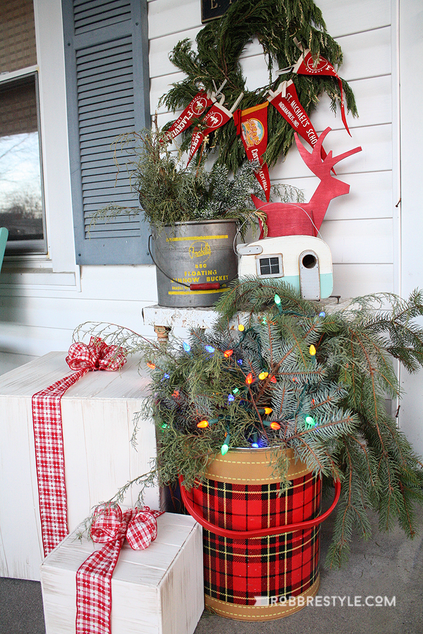 diy vintage holiday front porch idea   christmas trees, Hause ideen