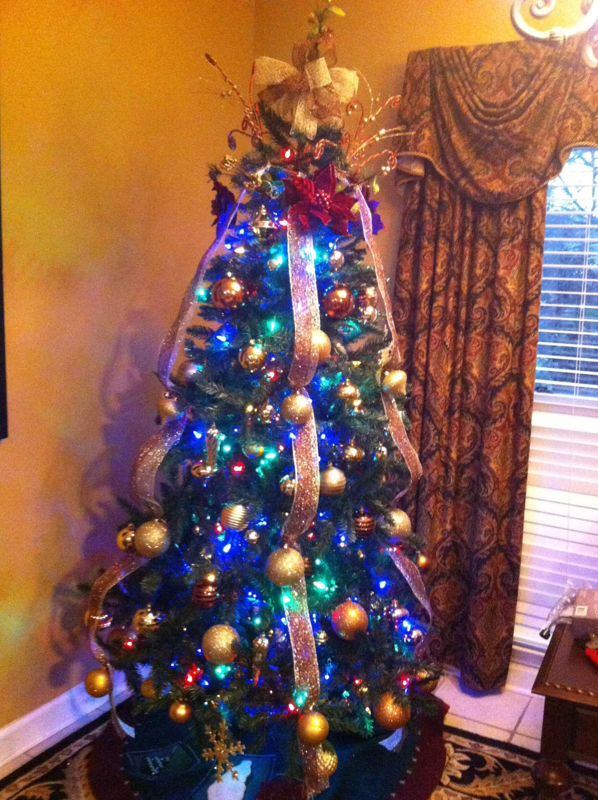 My Mother S Christmas Tree Gold Burgundy Trisha Dishes Christmas Tree Beautiful Christmas Trees Christmas