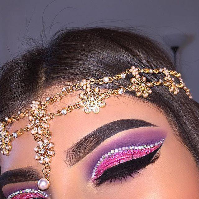@jacquelinedeviantecosmetics - Glitter Eyes '42' & Lashes 'Wandering Soul' @anastasiabeverlyhills - Dipbrow Pomade 'Ebony'