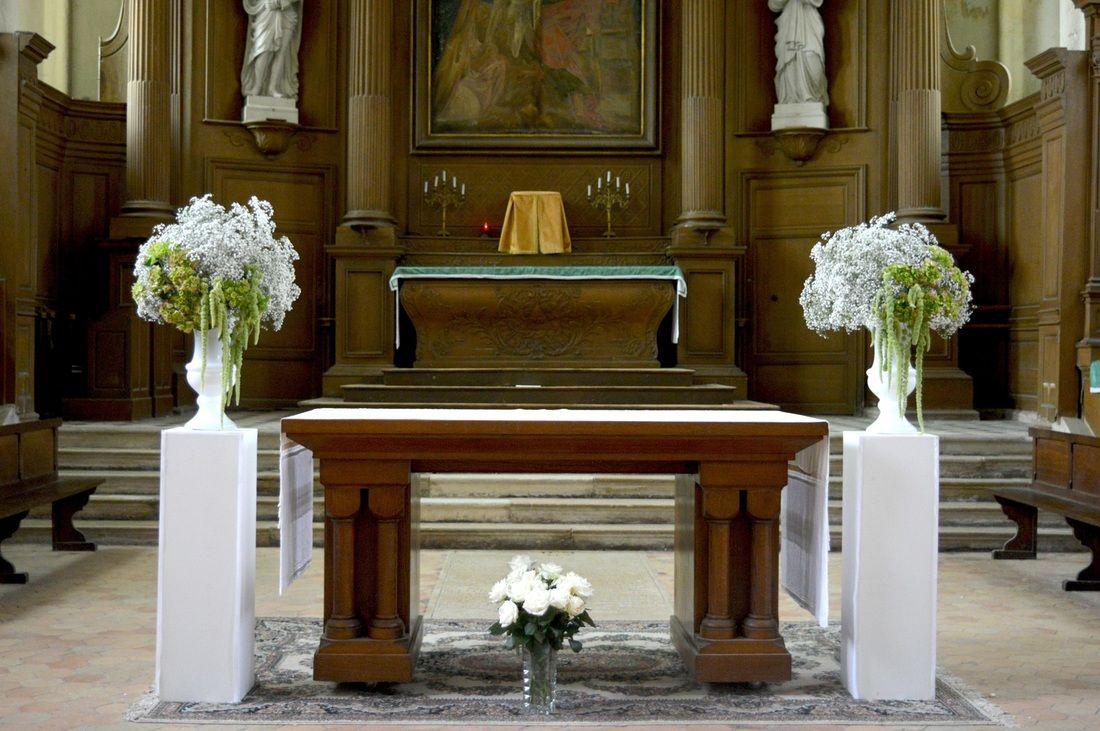 d cors d 39 glise autel d cor de mariage sur colonne bouquet m dicis sur colonne nos prestations. Black Bedroom Furniture Sets. Home Design Ideas