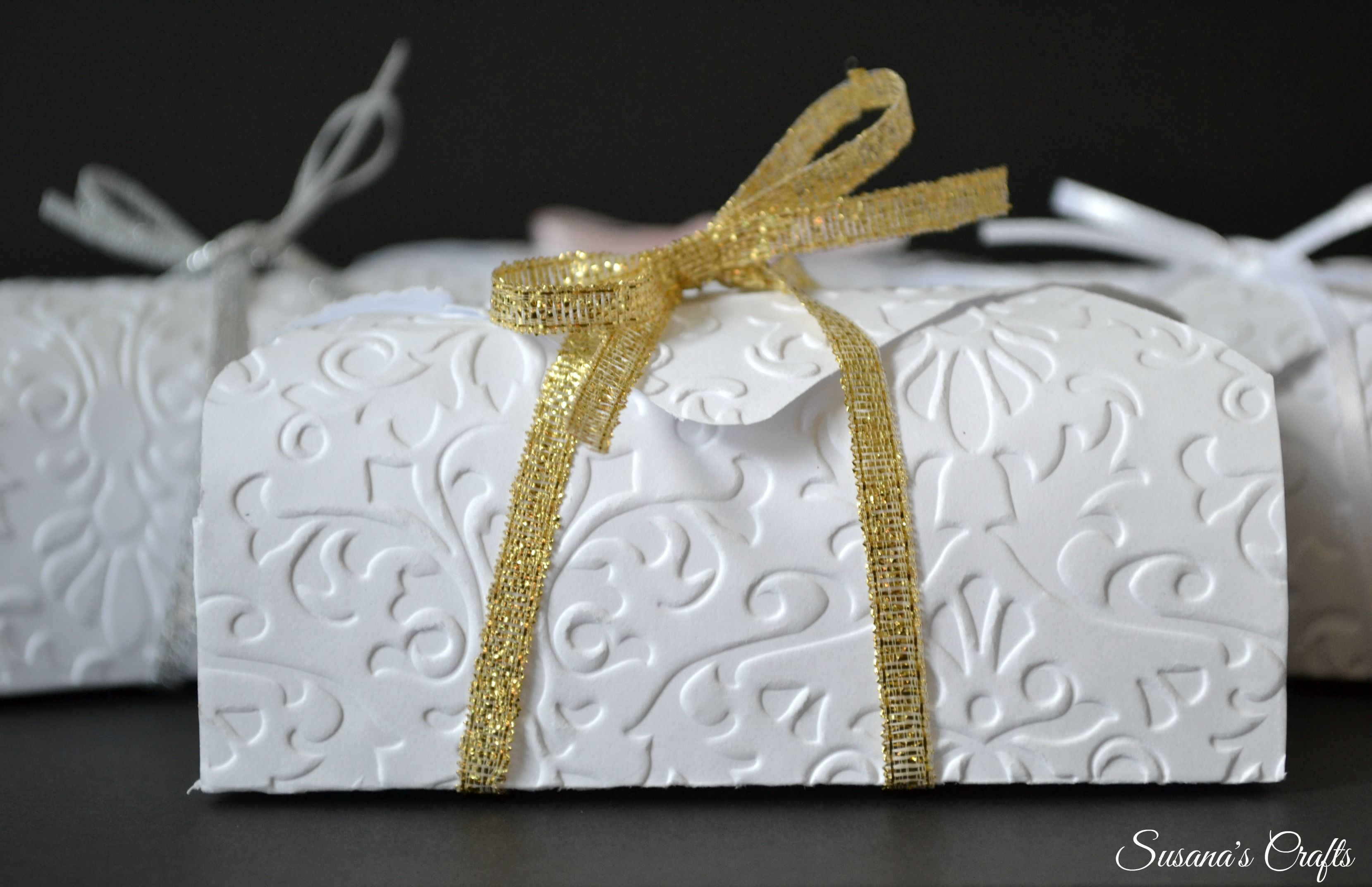 Beautiful wedding favor boxes. Gold ribbon. Find more at Susana\'s ...