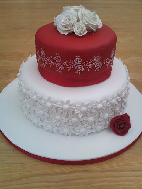 Ruby Anniversary Cake By Flo S Cakes Via Flickr Cake Decorating