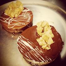 minis de Avellana con Mousse de Chocolate y Nougatine de Almendra