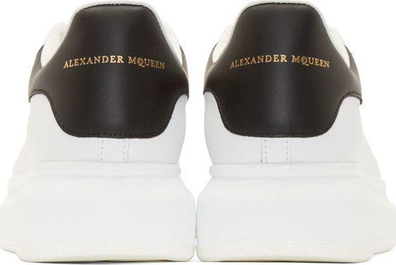 01c0dcefb731a3 Alexander McQueen Baskets en cuir noir et blanc avec semelle épaisse ...