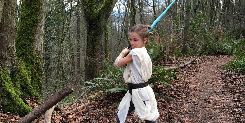 Easy 30-minute Rey costume tutorial - no sewing machine needed - no cost halloween costume ideas