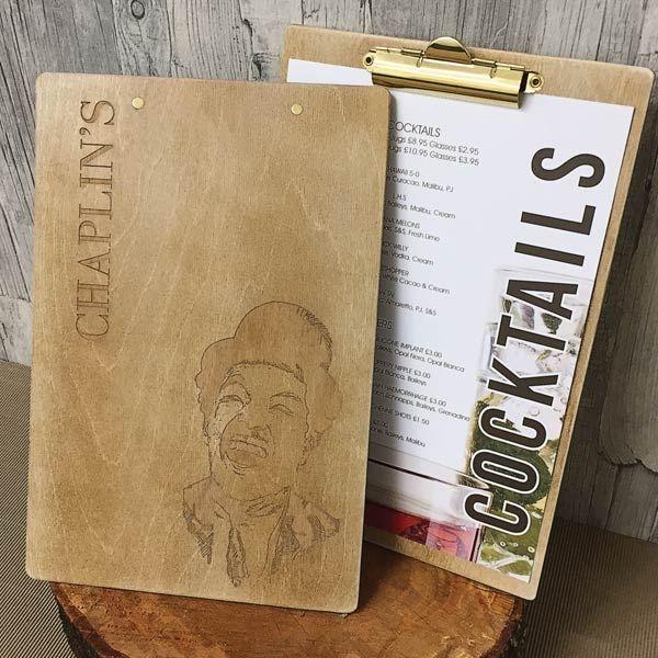 Tabla de menú de madera | Una forma distinta de mostrar la carta ...