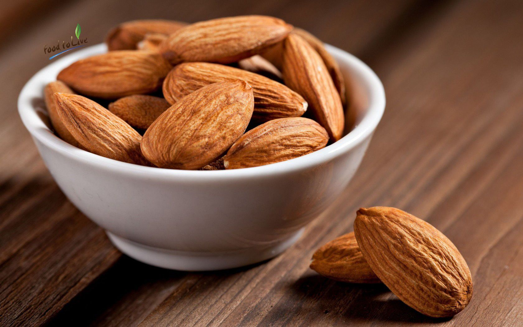 An extremely high content of vitamin E makes almonds an effective beauty tool. This element is essential for maintaining the strength and integrity of cell membranes. Therefore, it can make our skin more elastic and smooth, and your hair and nails – stronger. #RawNuts #Almonds #Vitamins #Food2Live