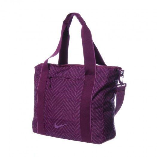a343dec35df34 Luce la nueva Mochila Legend Track Toe de Nike para Mujer y lleva todos tus  artículos necesarios seguramente guardados en esta practica mochila.
