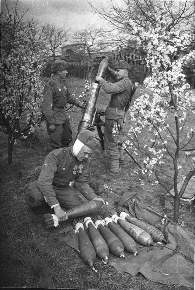 Equipe de artilharia soviética.