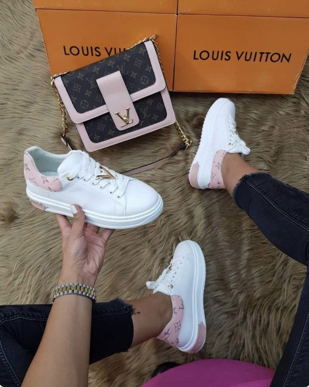 Love the shoes | Louis vuitton sneakers