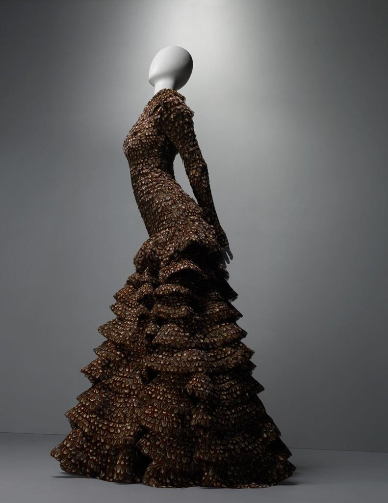 Alexander Mcqueen Wedding Pheasant Feathers 2017 Inspiration From The Savage Beauty Exhibition At Costume Insute Of Metropolitan Museum Art