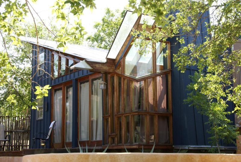 The Blue Loft Eco Cabin Eco Funky Retreat Cabins On Lake Travis