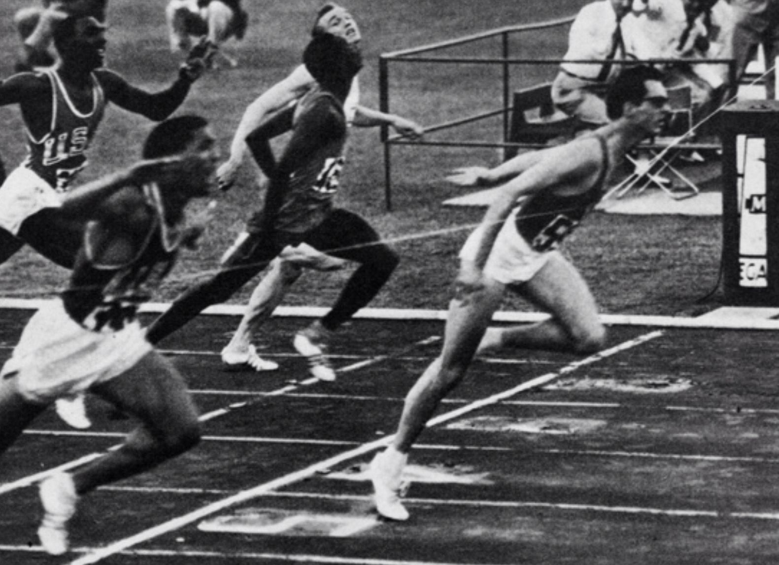 Livio Berruti (ITA). Campeón olímpico de 200 m en Roma '60 con 20,5s. (Récord mundial y R.O.) y quinto en Tokio'64. Récord de Europa de 100 lisos (10,2s) y de 200 lisos (20,5s) en 1960. Catorce veces campeón nacional italiano, seis en 100 lisos y 8 en 200 metros (entre 1957 y 1968)