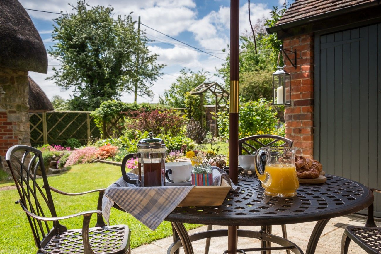 Faerie Door Cottage luxury self-catering breaks in Wiltshire; cottage breaks in Wiltshire & Faerie Door Cottage luxury self-catering breaks in Wiltshire ...