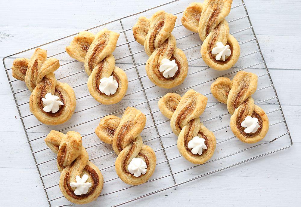 Photo of Cinnamon sugar Easter bunny twists {fun + easy Easter treat} – It's Always Autumn