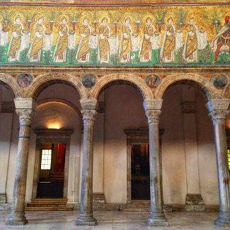 """Sant'Apollinare Nuovo - """"Ravenna inside. Acht Gründe, die Stadt zu besuchen"""" by @puriy"""
